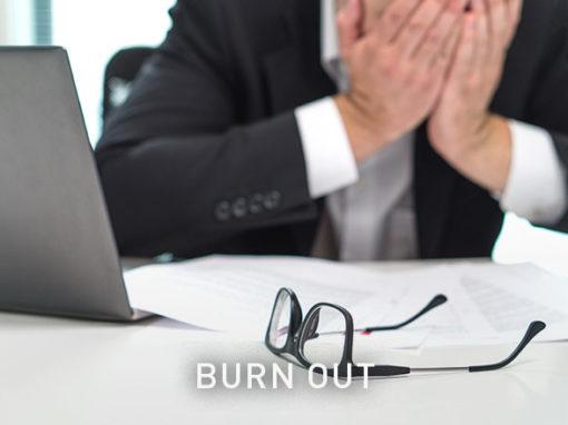 Burn-outLes personnes atteintes se sentent fréquemment abattues et se plaignent de fatigue accrue et d'épuisement.